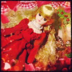 赤いドレスなリカちゃんですわよ\(^o^)/ #Girlish+#Culture+#japan+#dollphotography+#doll+#instadoll++#dolly+#リカちゃん+#licca+#takara+#liccachan+#licca_chan+#liccadoll