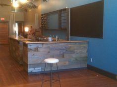 Barn wood bar counter. Thinking this would be good über our bar.