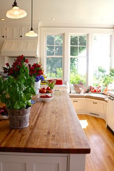 the window seat though. Window seat in the kitchen. New Kitchen, Kitchen Decor, Kitchen Island, Kitchen Countertops, Family Kitchen, Kitchen Ideas, Kitchen Nook, Kitchen Country, Wooden Kitchen