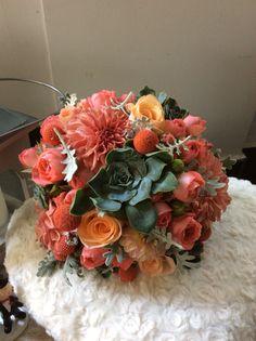 Ramo de novia tonos coral Arimany Estudi Floral