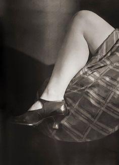 Woman's Leg Jaromir Funke Tap Shoes, Ballet Shoes, Dance Shoes, Women Legs, Beauty, 1920s, Vintage, Fashion, Ballet Flats