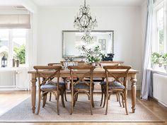 Decoração de: Sala de jantar; espelho retangular de parede com moldura prateada; Casa de Valentina