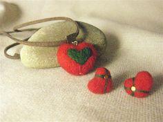 原创设计手工DIY创意个性作品,圣诞款红绿心形麂皮绳项链