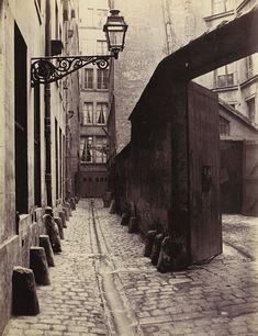 Charles Marville: Impasse de la Bouteille (de la rue Montorgeuil) (second arrondissement), 1865–1868, Musée Carnavalet, Paris