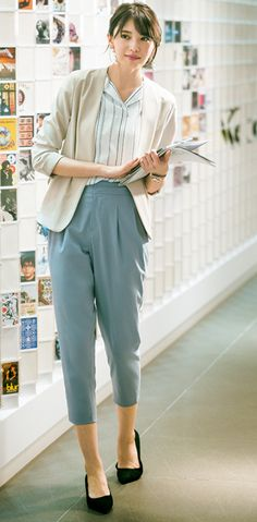 Decoding work wear codes: how to dress business casual Office Fashion, Business Fashion, Work Fashion, Modest Fashion, Business Casual Dress Code, Business Attire, Business Formal Women, Office Outfits, Office Wardrobe