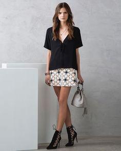 Produção cool com #saia de #print geométrico + #top de seda atado! #animalebrasil #HíbridosAnimale
