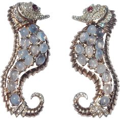 REJA 'Solomon Finkelstein' Sterling Moonstone Cabochons and Pave Rhinestones Left and Right-facing Pair of Sea Horse/Seahorse Pins Moonstone Jewelry, Sterling Silver Jewelry, Antique Jewelry, Vintage Jewelry, Vintage Costume Jewelry, Vintage Costumes, Red Rhinestone, Vintage Accessories, Fashion Jewelry
