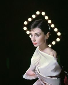 vintage everyday: Beautiful Fashions of Audrey Hepburn in the 1950s: Audrey Hepburn photographed by Allan Grant for LIFE Magazine in New York (USA), on March 08, 1956