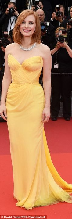 Jessica Chastain certainly made a lasting impression as she graced the red carpet at the Opening Night Gala premiere of Cafe Society during the annual Cannes Film Festival on Wednesday. Jessica Chastain, Glamour Hollywoodien, Hollywood Glamour, Festival Looks, Festival 2016, Celebrity Red Carpet, Celebrity Style, Celebrity Jewelry, Beautiful Dresses
