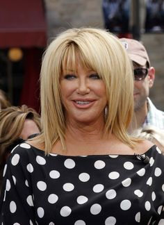 "Suzanne Somers Photos - Actress Suzanne Somers shows off her age defying body and legs, aided by the wind, while taping ""Extra"" at the Grove with host Maria Maria Menounos in Los Angeles, CA on May - Suzanne Somers Tapes 'Extra' at The Grove Wavy Hair, Blonde Hair, Hair Doo, Suzanne Somers, Old Hollywood Stars, Haircuts With Bangs, Hair Pins, Mario, Short Hair Styles"