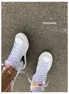 Dr Shoes, Hype Shoes, Sock Shoes, Me Too Shoes, Nike Blazers Outfit, Mode Converse, Glamouröse Outfits, Fashion Outfits, Mode Chanel