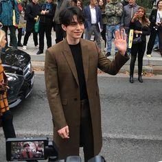 Hội ngộ Lee Dong Wook tại show Givenchy, Phạm Băng Băng khiến fan trầm trồ vì style quá lạ và đẳng cấp - Ảnh 5. Lee Dong Wok, Handsome Korean Actors, Gong Yoo, Korean Men, King Kong, Wonwoo, Actors & Actresses, Kdrama, Hot Guys