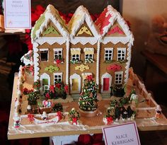 Gingerbread House #gingerbreadhpuses #gingerbreaddecorationa #royalicing