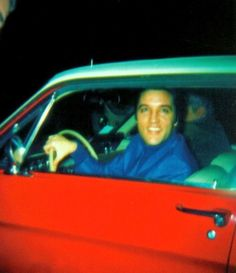 Candid 1968 Elvis in the Ford Mustang he gave to Priscilla's brother Elvis Y Priscilla, Lisa Marie Presley, Great Love Stories, Love Story, Red Mustang, 1968 Mustang, Tupelo Mississippi, Elevator Music, King Of The World