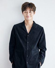 Park Seo-joon Proves He Is a Rom-Com Magnet with Latest Series Handsome Korean Actors, Handsome Boys, Korean Men, Asian Men, Oppa Gangnam Style, Song Joong, Park Seo Joon, Latest Series, Jung Hyun