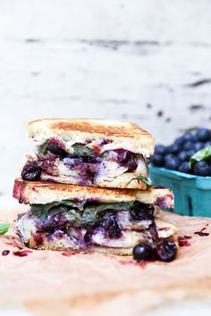 ... blueberry, bacon, brie cheese and basil chicken sandwich ...