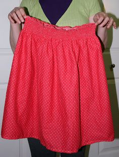 Easy shirred skirt using 1 yard of cotton fabric (and elastic thread)!