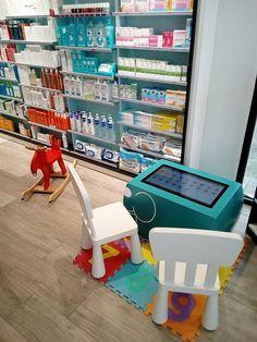 L'espace enfant joli et ludique de la pharmacie Malouine Table Tactile, Android, Pharmacy, Arcade Games, Convenience Store, Kids, Fashion, Space Games, Pretty