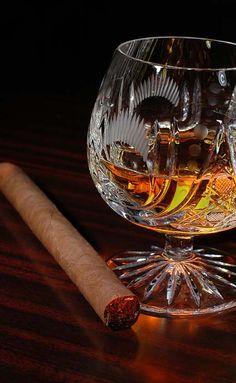 Un canapé en cuir, un cigare.. Un Rémy Martin