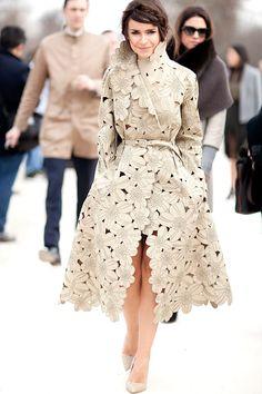 The Best Street Style at Paris Fashion Week Miroslava Duma in an epic trench. my fashion idol!Miroslava Duma in an epic trench. my fashion idol! Paris Fashion Week Street Style, Autumn Street Style, Cool Street Fashion, Look Fashion, Autumn Fashion, Fashion Design, Fashion Idol, Fashion Photo, Street Chic