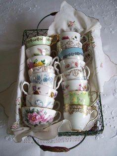 It's a Vintage Life. Cute way to display vintage tea cups. I love vintage dishes and cups. Vintage Dishes, Vintage China, Vintage Love, Vintage Teacups, Shabby Vintage, Vintage Diy, Vintage Coffee, Style Vintage, Vintage Stuff