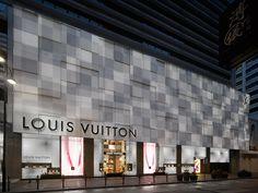 Lv stores around the world Mall Facade, Retail Facade, Shop Facade, Shop Interior Design, Retail Design, Store Design, Facade Pattern, Design Food, Facade Lighting