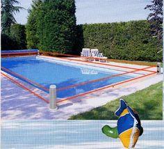 Sécurité piscine par une barrière immatérielle sous forme d'alarme périmétrique grâce à 4 poteaux.