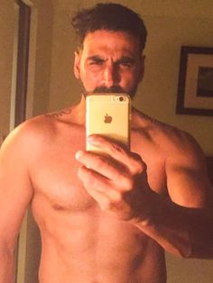 Actor Akshay Kumar made an impressive selfie debut by posing shirtless, giving a glimpse of his well-toned physique to his fans. - Akshay Kumar goes shirtless for selfie debut Akshay Kumar Style, Fit Actors, Aishwarya Rai Bachchan, Indian Man, Selfie Poses, Bollywood Actors, Bollywood Fashion, Photo Story, Keep Fit
