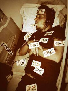 Naingolan scherza con Florenzi che dorme in aereo.