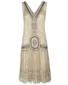 Vintage Fashion Amazing flapper dress - Dress the roaring twenties part in beautiful Great Gatsby dresses. Choose a style Great Gatsby dress with beading, fringe, drop waist, lace and feathers. 1920 Fashion Trends, 20s Fashion, Look Fashion, Fashion Dresses, Vintage Fashion, Womens Fashion, Fashion Guide, Bridal Fashion, Victorian Fashion