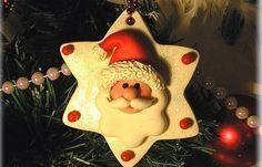 Weihnachtsbaumschmuck - Weihnachten basteln - Sprühen Sie Ihren Weihnachtsmann von allen Seiten mit Klarlack ein, um ihn haltbar zu machen. Wenn Sie den Baumschmuck weiter verzieren möchten, können Sie den Stern mit Glitter bestreuen...