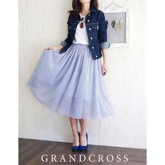 去年から引き続き人気の「ミモレ丈スカート」 デートだし、スタイル良くオシャレに履きこなしたいですよね。 でも、どう履きこなせば?? スタイル良く見えるオシャレなコーデを紹介します。