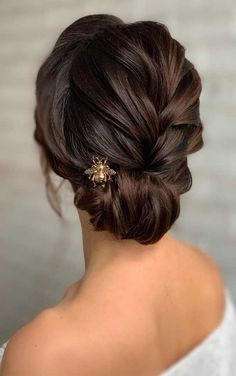 Looking for the latest hair do? Whether you want to add more edge or elegance – Updo hairstyles can easily make you look sassy and elegant. hair messy 100 Best Wedding Hairstyles Updo For Every Length Best Wedding Hairstyles, Easy Hairstyles For Long Hair, Box Braids Hairstyles, Elegant Hairstyles, Bride Hairstyles, Indian Hairstyles, Bridesmaid Hairstyles, Hairstyles For Ladies, Hairstyles Medium Lengths