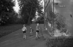 Детские игры на свежем воздухе. Асари. Лето. 1985. - Фотограф Александр Слюсарев