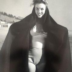 Marilyn. La sortie de bain. (1945)