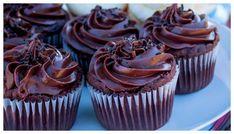 Chokladmuffins – recept på saftiga och goda med frosting | Aftonbladet Chocolate Chip Cookie, Chocolate Chips, Real Food Recipes, Dessert Recipes, Yummy Food, Desserts, Gluten Free Recipes, Baked Goods, Frosting