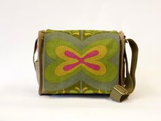 Elin - Canvas Shoulder Bag | Retro Saddle Bag | Green Handbag | Vintage Fabric Upcycled Bag by EllaOsix door EllaOsix op Etsy
