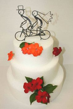 Bride+and+Groom+Tandem+Bike+Wedding+Cake+by+DarylsRockWireWorks
