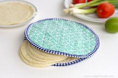 Diy tortilla warmer by bernina Easy Sewing Projects, Sewing Projects For Beginners, Sewing Hacks, Sewing Tutorials, Sewing Crafts, Sewing Patterns, Sewing Basics, Video Tutorials, Fabric Patterns
