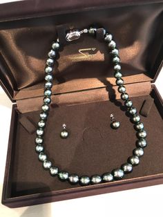 BLACKpearl ネックレス&イヤリング フォーマルにもカジュアルにも使えるおしゃれパール Pearl Necklace, Pearls, Jewelry, Fashion, String Of Pearls, Moda, Jewels, Fashion Styles, Schmuck