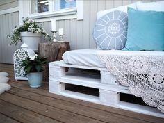 Halpaa, helppoa ja uusiokäyttöä parhaimmillaan. Raikas sohva syntyy terassille tai parvekkeelle nopeasti! Viime vuosina eurolavoista tehdyt kalusteet ovat olleet iso hitti ympäri maailman ja tämä n…