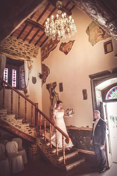 Walking down the steps of the wedding suite before going to Cortona is for Catriona an unforgettable moment Photo by Domenico Costabile