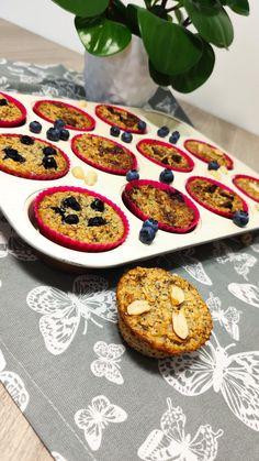 Owsianka Pieczona w formie muffinki Cookies, Desserts, Food, Crack Crackers, Tailgate Desserts, Deserts, Eten, Cookie Recipes, Postres