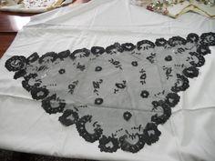 tul bordar (3) | Aprender manualidades es facilisimo. Macrame Earrings, Alexander Mcqueen Scarf, Embroidery, Relleno, Style, Fashion, Sewing Projects, Catholic Veil, Drawn Thread