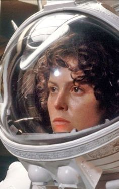 Sigourney Weaver as Ripley in Alien - she's probably the queen of sci-fi heroines and leading ladies from fighting Xenomorph aliens to hanging with the Ghostbusters to starring on Galaxy Quest to saving an alien race in an Avatar. Conquest Of Paradise, Alien 1979, Film Science Fiction, Fiction Movies, Pet Sematary, Xenomorph, The Best Films, Great Movies, Man In Black