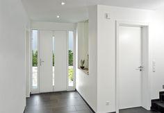 Binnenaanzicht #voordeur #Penda van Adeco met 2 zijlichten voor optimale #lichtinval.