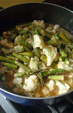 Roasted Asparagus and Cauliflower Soup (a NEGATIVE calorie soup!)