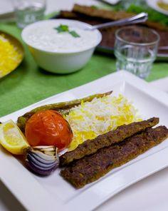 Kebab Kobideh- Persisk kebab - ZEINAS KITCHEN Kabobs, Superfoods, Cheesecake, Food And Drink, Kitchen, Desserts, Iran, Recipes, Traditional