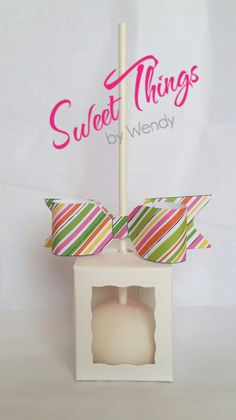 Cake pop favours with custom paper bow.  Sweetthingsbywendy.ca Cake Pop Favors, Party Favours, Edible Favors, Sticks, Place Card Holders, Bows, Treats, Paper, Sweet