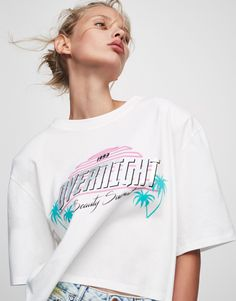 Cropped T-shirt with shoulder pads - New - Woman - PULL&BEAR Turkey